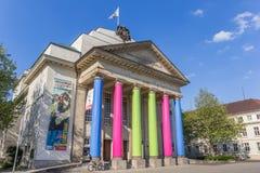 五颜六色的城市剧院在代特莫尔德行政区的中心 库存图片