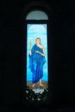 五颜六色的基督教会圣徒污迹玻璃窗 库存照片