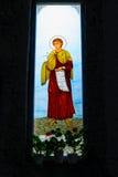 五颜六色的基督教会圣徒污迹玻璃窗 免版税库存照片