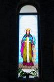五颜六色的基督教会圣徒污迹玻璃窗 免版税图库摄影