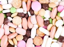 五颜六色的堆药片 免版税库存照片