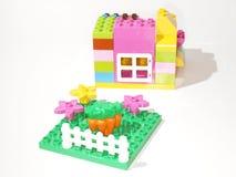五颜六色的塑料快速编译玩具 免版税库存图片