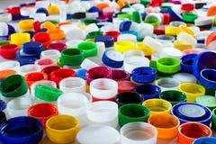五颜六色的塑料盖帽 免版税库存照片