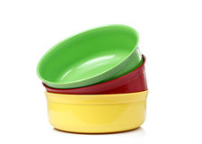 五颜六色的塑料碗 免版税库存图片