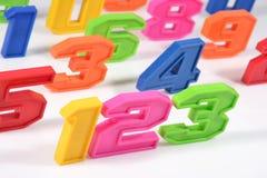 五颜六色的塑料第123在白色 免版税库存图片