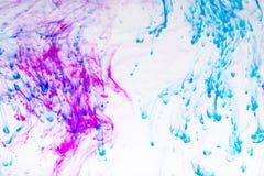 五颜六色的墨水在水中 免版税库存图片