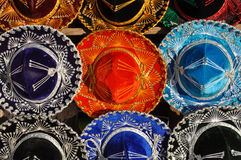 五颜六色的墨西哥阔边帽 免版税库存图片