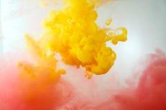 五颜六色的墨水在水中 抽象背景 烟颜色 库存照片