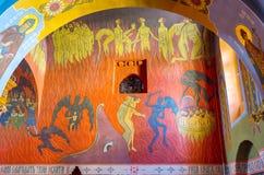 五颜六色的壁画在三位一体大教堂里 免版税库存图片
