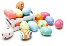 五颜六色的复活节彩蛋被隔绝在白色背景 库存照片