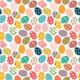 五颜六色的复活节无缝的样式用被绘的鸡蛋 免版税库存照片