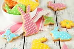 五颜六色的复活节曲奇饼 免版税图库摄影