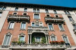 五颜六色的大厦从19世纪末在米兰的历史的中心 图库摄影