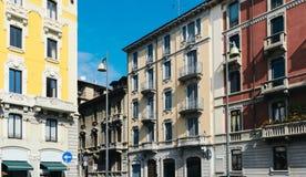五颜六色的大厦从19世纪末在米兰的历史的中心 免版税图库摄影