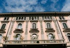 五颜六色的大厦从19世纪末在米兰的历史的中心 免版税库存图片