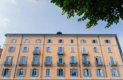 五颜六色的大厦从19世纪末在米兰的历史的中心 库存图片