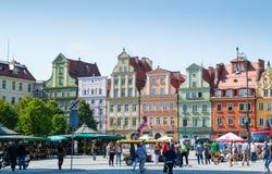 五颜六色的大厦在弗罗茨瓦夫市中心 免版税图库摄影