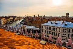 五颜六色的大厦在日落前的威尼斯 库存照片