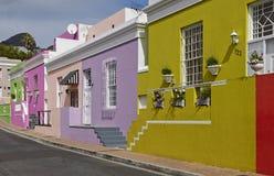 五颜六色的大厦在BoKaap 免版税库存图片