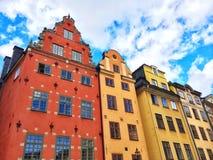五颜六色的大厦在Gamla斯坦,斯德哥尔摩 免版税库存照片