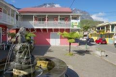 五颜六色的大厦的外部在Fond de Rond Point镇的在圣但尼De La Reunion,法国 库存图片