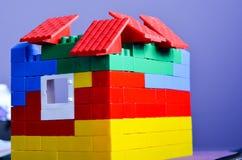 从五颜六色的大厦砖的议院 免版税图库摄影