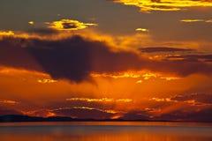 五颜六色的大湖盐日落 免版税库存照片