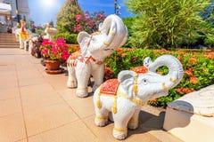 五颜六色的大象雕象在泰国 库存图片