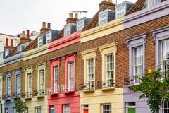 五颜六色的大阳台房子门面在坎登镇,伦敦 库存图片