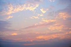 五颜六色的天空和云彩日落背景 库存图片