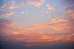 五颜六色的天空和云彩日落背景 免版税库存图片