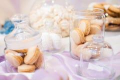 五颜六色的婚礼糖果表以不同 免版税库存图片