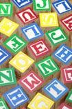 五颜六色的字母表块 免版税图库摄影