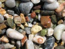 五颜六色的小卵石海运 库存照片