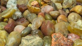 五颜六色的小卵石背景 免版税库存图片
