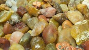 五颜六色的小卵石背景 库存图片