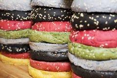 五颜六色的小圆面包汉堡 库存图片