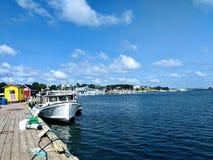 五颜六色的小游艇船坞 免版税图库摄影