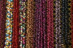 五颜六色的小珠背景 免版税库存照片