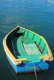 五颜六色的小的小船在港口 库存照片