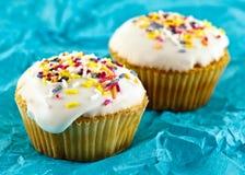 五颜六色的小的杯形蛋糕 免版税图库摄影