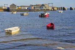 五颜六色的小船,南塔克特,鳕鱼角,麻省 免版税库存照片