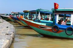 五颜六色的小船-会安市越南 免版税库存照片