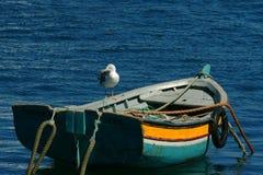 五颜六色的小船 免版税库存图片