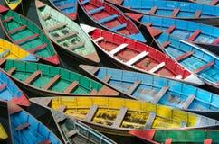 五颜六色的小船 免版税图库摄影