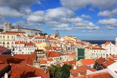 Alfama,里斯本,葡萄牙屋顶  免版税库存图片