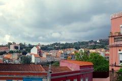 五颜六色的屋顶都市风景  图库摄影