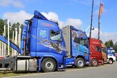 五颜六色的展示卡车侧视图  图库摄影