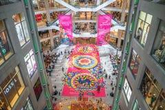 五颜六色的屠妖节Rangoli装饰在亭子吉隆坡,马来西亚在Deepavali庆祝时 免版税图库摄影