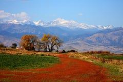 五颜六色的山景 库存照片